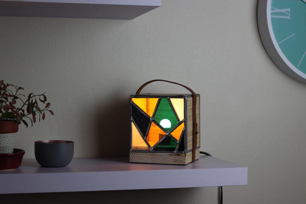 lampe carrée vitrail bois et cuir style industriel lyon